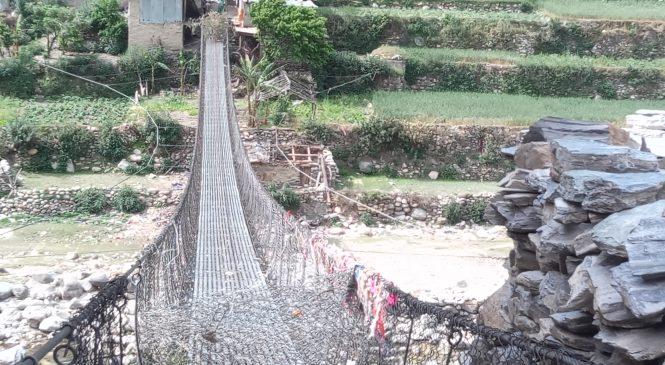 झुलङ्गे पुलहरुमा बार(फोटो सहित)