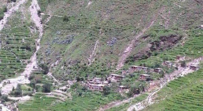 गए रातीको वर्षाले गाउँपालीकाको कार्यालय सहित करिब ५० भन्दा धेरै घरहरुमा क्षेती (फोटो सहित)