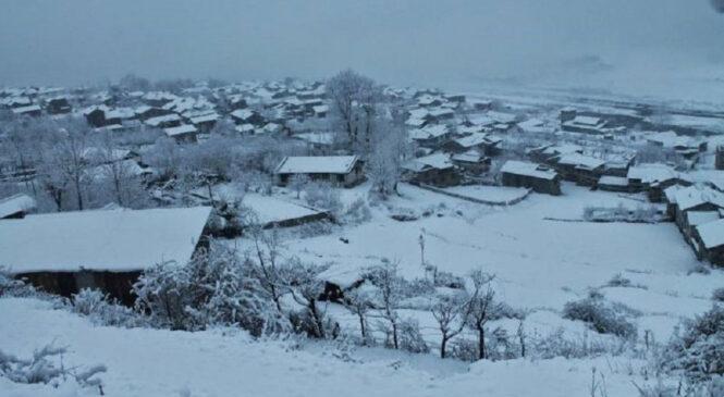 हुम्लामा हिमपात किसान खुसि,जिल्लाकाे तल्लाे क्षेत्रमा सामान्य वर्षा