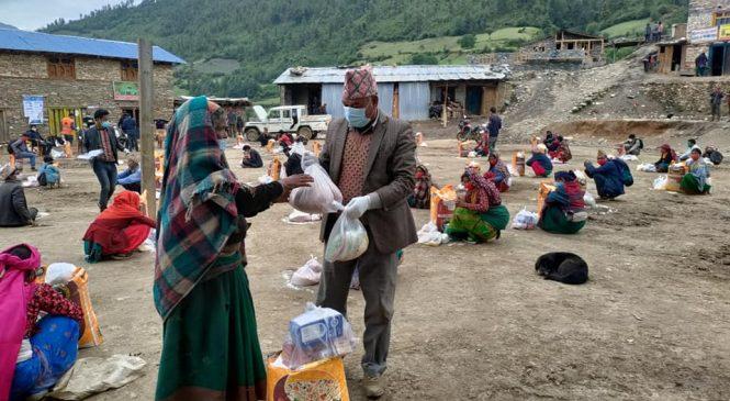 ग्रामिण सामुदायिक सस्था मुगुले सोरुका ५० घरधुरीलाई राहत बितरण गर्यो